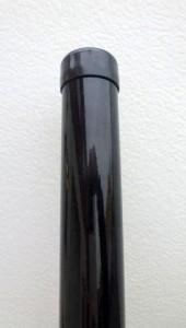 Čierny okrúhly stĺpik
